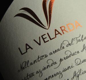 <span>Etichetta Riserva La Velarda</span><i>→</i>